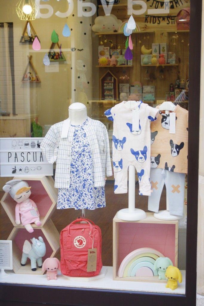Escaparate de la tienda para niños Jo Mami en Gijón