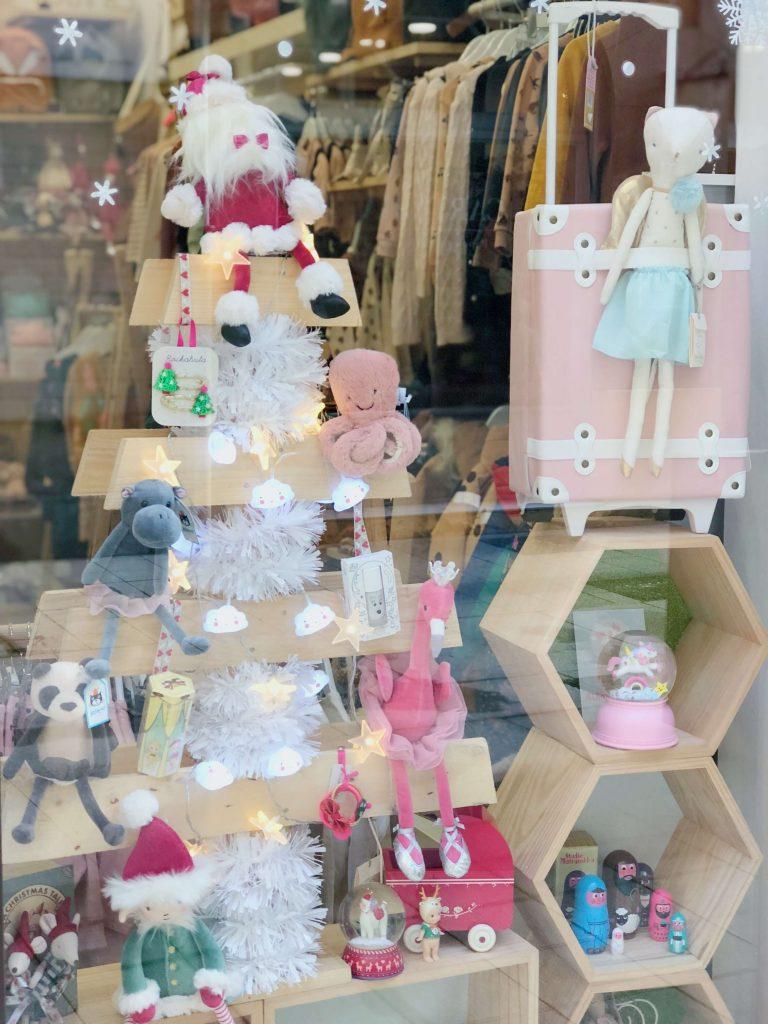 Escaparatismo y display tienda niños en Navidad